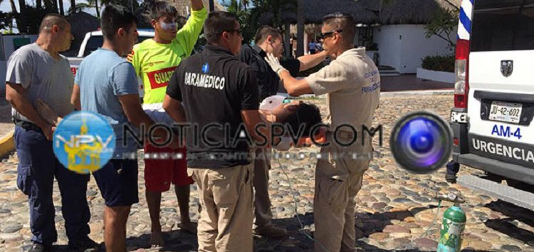 Rescatan a Turista en  Playa de Nuevo Vallarta