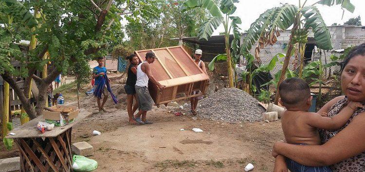 Intentan desalojar a familia en Bicentenario de San Vicente