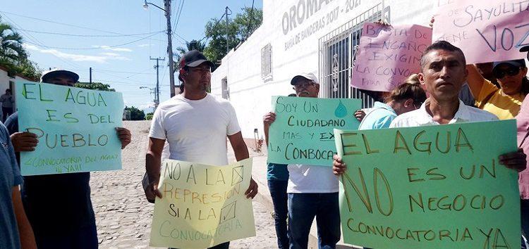 Vecinos de Sayulita toman instalaciones del OROMAPAS, al final hubo acuerdo