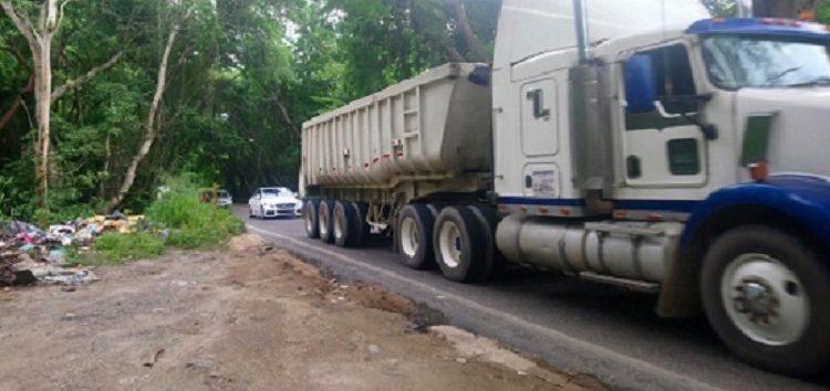 Apesta carretera federal 200 al pasar por el crucero de  Sayulita
