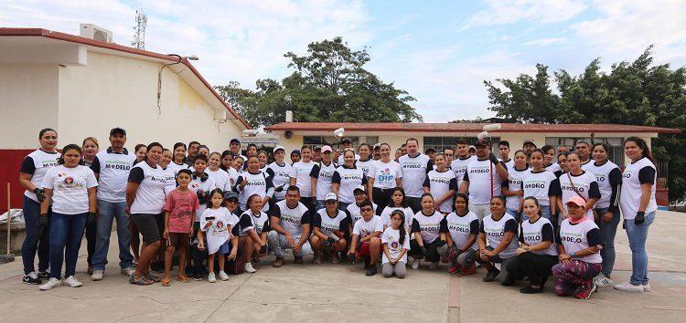 """Pintan y rehabilitan escuela en Mezcales """"Voluntarios con Esperanza"""""""