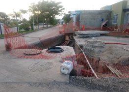 Obra clausurada de la CFE en Altavela derrumba banqueta y pone en riesgo a familias